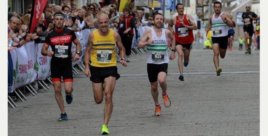 Sprint finish at the Swansea Half Marathon 2015